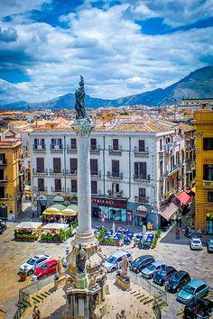 Palermo - Blick über die Piazza San Domenico im Stadtzentrum. Optimale Jahreszeit für einen Besuch ist der Winter mit seinem milden Klima. Was es alles zu sehen gibt, erfahrt ihr hier: http://www.trip-tipp.com/sizilien/ausfluege-stadt/palermo.htm #sicily #sicilia