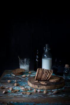 Biscotti ai cereali, mandorle, avena e cioccolato