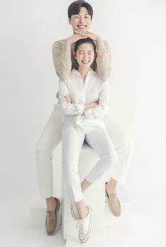 Korean Wedding Photography, Couple Photography Poses, Pre Wedding Poses, Pre Wedding Photoshoot, Prenuptial Photoshoot, Korean Couple Photoshoot, Photoshoot Concept, Couple Outfits, Wedding Photo Inspiration