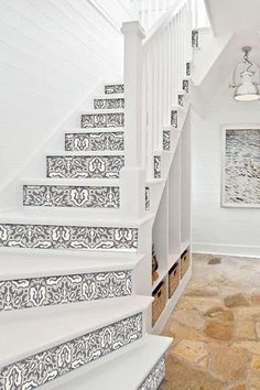 47 Ideas tile stairs edge for 2019 Stairs Edge, Tile Stairs, House Stairs, Modern Staircase, Staircase Design, Staircase Makeover, Stair Decor, Stair Risers, Painted Stairs