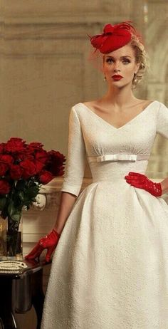 Vintage Wedding Dress / White and Red Retro Fashion Retro Mode, Mode Vintage, Vintage Style, 1950s Style, Retro Chic, Vintage Tea, Vintage Inspired, Vintage Ladies, Retro Vintage