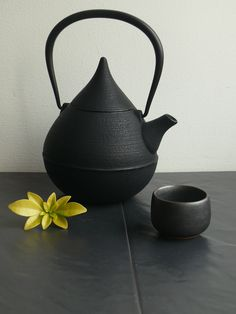 Looove that one! Japanese Shinzuku Teardrop Tetsubin Cast Iron teapot
