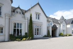 Set in 4 acres of beautiful gardens, the Kingsmill Hotel, Inverness has a spa, a swimming pool and free parking. California Wedding Venues, Best Wedding Venues, Best Hotel Deals, Best Hotels, Scotland Hotels, Scotland Tourism, Scotland Trip, Inverness Scotland, United Kingdom