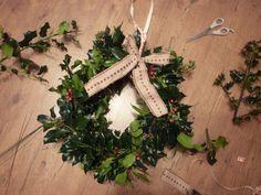 PixiRella: Festive Wreath // DIY