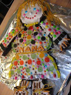 En flot kagekone Danishes, Birthdays, Baking, Desserts, Ideas, Bread Making, Patisserie, Backen, Deserts