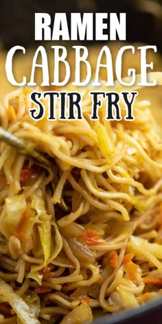 Ramen cabbage stir fry skillet recipe with sweet chili sauce - this is one of my new favorite dinner recipes! Ramen cabbage stir fry skillet recipe with sweet chili sauce - this is one of my new favorite dinner recipes! Vegetable Dishes, Vegetable Recipes, Vegetarian Recipes, Healthy Recipes, Tasty Dinner Recipes, Eat Healthy, Healthy Life, Dessert Recipes, Pasta Dishes