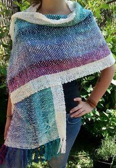 Echarpe Pin Weaving, Weaving Art, Tapestry Weaving, Loom Weaving, Weaving Designs, Weaving Projects, Types Of Weaving, Textiles, Knitting Wool