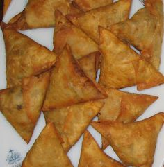 Chachi's Kitchen: Chicken Samosa Indian Snacks, Indian Food Recipes, Asian Recipes, Tamarind Chutney, Chicken Samosa Recipes, Ugandan Food, Tandori Chicken, How To Make Samosas, Snack Recipes