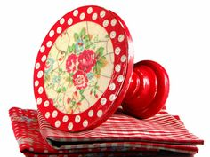 Cake stand - small - - polka dots - roses - red - white - decoupaged - shabby - cupcake pedestal - in decorative box Crafts To Do, Arts And Crafts, Diy Crafts, Kitchenaid, Cupcake Art, Cupcake Stands, Cupcake Ideas, Wooden Cake Stands, Wood Cake