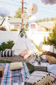 Boho baby shower: http://www.stylemepretty.com/living/2016/11/14/celebrating-baby-with-a-bohemian-inspired-baby-shower/ Photography: Jen Strauss - http://lovebirds-lace.com/