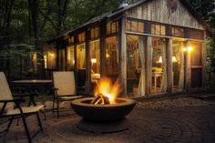 The Glass house - Candlewood Cabins. Southwest Wisconsin