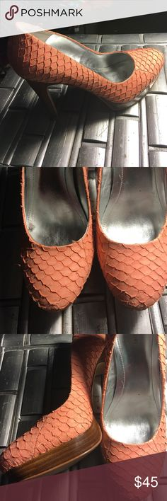 "Calvin Klein pumps CALVIN KLEIN Peach Snakeskin Embossed Leather Classy High Heel Pumps Shoes 8.5 M these have a 4 3/4"" heel with a 7/8"" platform. In like new condition worn a couple of times see photos Calvin Klein Shoes Platforms"
