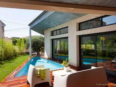 Une villa moderne de 170 m2 s'immisce entre les ruelles d'un village provençal