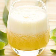 6 Turmeric Juice, smoothie, tea recipes - Turmeric and Ginger Juice. Turmeric (Curcuma longa) is a p Healthy Drinks, Healthy Eating, Healthy Food, Clean Eating, Healthy Recipes, Juice Diet, Juice Smoothie, Smoothies, Turmeric Drink