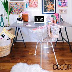 Moderno e composto por cores vibrantes, home office é puro charme