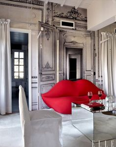 the humor of this room is great. Not this extreme, but having a fun modern piece in a classic space. by Gloria Garcia Lips Sofa, Interior Architecture, Interior And Exterior, Interior Inspiration, Design Inspiration, Study Interior Design, Black And White Interior, Black White, Elle Decor