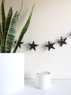 GUIRNALDA DE ESTRELLAS. DIY Dream Bedroom, Sweet Home, Diy, Garlands, Decoration, Craft, Home Decor, Ideas, House Decorations