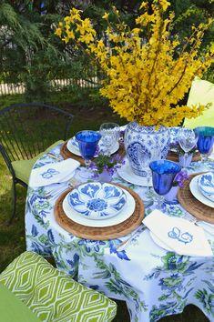 Blue And White Alfresco Tablescape Blue Table Settings, Beautiful Table Settings, Place Settings, Table Top Design, Table Set Up, Blue And White China, Table Accessories, Ballard Designs, Decoration Table