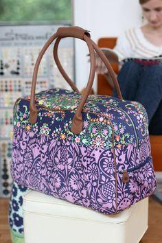 DIY Un sac de voyage. (Amy Butler Travel Bags) (http://decor8blog.com/2009/11/18/amy-butler-travel-bags/)