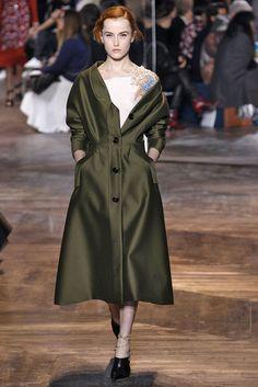 Vem ver mais do 1º desfile de alta-costura da Dior sem Raf Simons