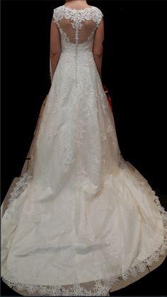 Hier een mooie foto van de illusion rug van de #custom made #trouwjurk van onze lieve #bruid Monique #weirdcloset