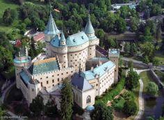 Bojnice Castle, Bojnice, Slovakia - Watch videos, visit http://destinations-for-travelers.blogspot.com/2013/10/castelo-de-bojnice-bojnice-eslovaquia.html