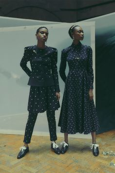 Erdem Londra - Collections Fall Winter - Shows - Vogue. Fashion Week, Fashion 2020, Runway Fashion, Formal Fashion, High Fashion, Vogue Paris, Dusty Blue Dress, Exclusive Clothing, Holiday Party Dresses