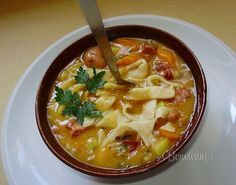 Bean soup with homemade noodles / Chief-Cooker Czech Recipes, Russian Recipes, Ethnic Recipes, No Salt Recipes, Soup Recipes, Cooking Recipes, Modern Food, Smoked Pork, Hot Soup