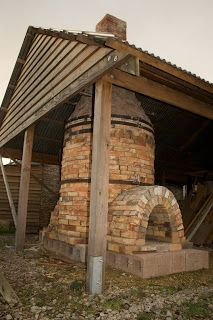 Patia Davis Pots: Building the bottle kiln