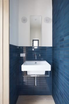 Clifford Studio Bathroom by Bach Architecture, Photo by Mariko Reed
