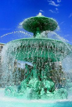 Fountain@Las Vegas-The restaurant behind this fountain has The Best Breakfast