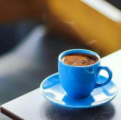 It's coffee o'clock Coffee Is Life, My Coffee, Coffee Break, Morning Coffee, Good Morning, Chocolates, Le Cacao, Coffee Pictures, Coffee Photography
