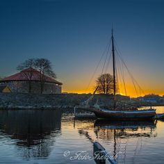 Tidlig morgen i tresse. #fotofiskvik #kristiansand #norway#fvn #godmorgenorge #nrksorlandet #kristiansandavis #mittkrs #visitnorway #2vær #nice #lovely #sunrise#ivrigfotograf #fortress #sailboat #byfjorden #habor #bay #blueHour by fotofiskvik