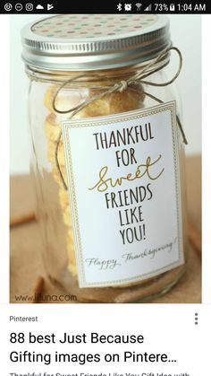 Cake Batter Snickerdoodles Thankful for Friends like You Gift Idea - CUTE! Such an easy idea - fill with delicious cake batter snickerdoodles, add your tag and ribbon and it's ready! Mason Jar Gifts, Mason Jar Diy, Gift Jars, Diy Cadeau, Cookie Packaging, Packaging Ideas, Gift Packaging, Christmas Cookies Packaging, Bakery Packaging