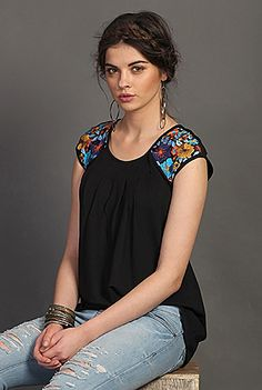 Floral Embellished Cotton Knit Tops, Boho Charm Fall Tunics Women's designer fashion - Shop womens short sleeve tops - Discover the latest in Ladies Fashion, Tops, Tunics, Shirts - Simple Tunic, Simple Shirts, Boho Fashion, Fashion Dresses, Womens Fashion, Fashion Design, Ladies Fashion, Fashion Vest, Street Fashion