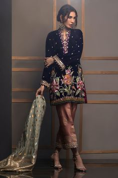 Violet brume Source by - Annus Abrar – Women's clothing Designer. Violet brume Source by - Shadi Dresses, Pakistani Formal Dresses, Pakistani Fashion Casual, Pakistani Wedding Outfits, Pakistani Dress Design, Bridal Outfits, Indian Dresses, Indian Outfits, Indian Fashion
