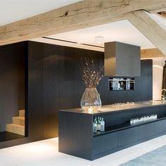 Generaal Urquhartlaan 43 Oosterbeek, The Netherlands modern kitchen Black Kitchens, Home Kitchens, Kitchen Black, Interior Architecture, Interior And Exterior, Beautiful Architecture, Cuisines Design, Kitchen Interior, Interior Inspiration