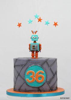 Robot taart!   #robot #robotcake #chocoladecake #frambozen #vanillecreme #metaallook #verjaardag #birthday #birthdaycake #verjaardagstaart #cakestagram #handmade #fondant #gefeliciteerd Robot Cake, Lego Robot, Themed Birthday Cakes, 5th Birthday, Kids Party Games, Cakes For Boys, Edible Art, Birthday Invitations, Cake Toppers