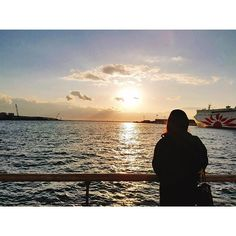 【k3930】さんのInstagramをピンしています。 《Winter always turns spring :) . 今日は色々と物事が動いた日やったな〜。 この1年は夢を叶えるための準備期間 やと思ってがんばろーっと😉🌈 . #me #selfie #selfcamera #selca #japan #osaka #like4like #l4l #beautiful #nature #sea #ocean #sky #sunset #scenery  #fashion #大阪 #海 #空 #夕日 #カコソラ #自然 #カメラ女子 #ファインダー越しの私の世界 #景色 #風景 #일본 #오사카 #일상》