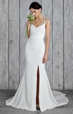 Nicole Miller sexy wedding dress   17 Sexy Wedding Dresses That Rocked the Runways