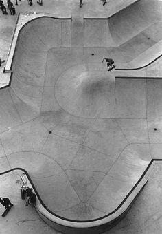 Creative Skate, Kingdom, Skateparks, Concrete, and Landscapes image ideas & inspiration on Designspiration Skate Surf, Skate Ramp, Longboarding, Birds Eye View, Skateboards, Aerial View, Urban Design, Surfing, Street Art