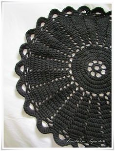 crocheted rug - Pattern in Finnish {link to a pdf} Crochet Doily Rug, Crochet Rug Patterns, Crochet Carpet, Crochet Circles, Crochet Cushions, Doily Patterns, Crochet Squares, Crochet Home, Crochet Gifts