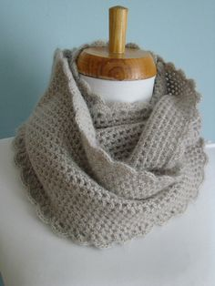 Love this delicate cowl. Free crochet pattern!  One of my favorite cowls- Alpa Cowl