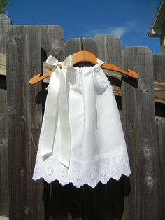 LAST ONE - White Pillowcase Dress with Scallop Lace - sizes for flower girls, baptisms, weddings, beach pictures Little Dresses, Little Girl Dresses, Girls Dresses, Flower Girl Dresses, Flower Girls, Baby Dresses, Pageant Dresses, Fashion Kids, Sewing For Kids