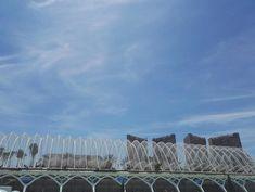 City of Arts and Sciences on kaunis valkoisten rakennusten tiede- ja taidekeskus keskellä Valenciaa. Kuvauksellinen puisto kuuluu Espanjan 12 Aarteen listalle. Lisää blogissa! 🌴 // The City of Arts and Sciences is a big park of art, science, beauty and big white buildings in the middle of Valencia. It belongs to the list of 12 Treasures of Spain. More info on blog!   🌴 www.kookospalmunalla.fi 🌴#kookospalmunallablog #valencia #spain #espanja #matkailu #matkablogi #cityofartsandsciences White Building, Valencia Spain, Wide World, Bilbao, Monument Valley, Buildings, Louvre, Middle, Science