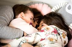 sweet moment in tepee for mom and daughters - www.momeme.it