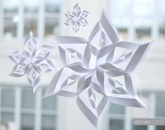 Had fun making these last year. Make festive paper snowflakes with our printable snowflake templates and tutorial. These snowflakes make perfect Christmas decorations. Paper Snowflake Template, 3d Paper Snowflakes, Paper Stars, Origami Templates, Paper Templates, Snowflake Pattern, Noel Christmas, All Things Christmas, Christmas Ornaments