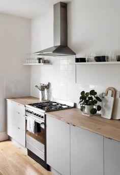 A minimalist kitchen makeover on a budget Wooden Kitchen, Diy Kitchen, Kitchen Interior, Kitchen Decor, Kitchen Cabinets, Wood Worktop Kitchen, Kitchen Ideas, Ikea Kitchen Design, Gray Cabinets