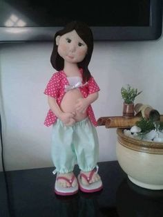 Moldes muñeca embarazada en fieltro   Patrones gratis