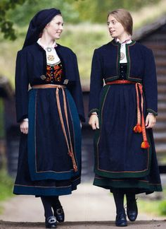FolkCostume&Embroidery: Overview of Norwegian Costumes, part The eastern heartland Folk Fashion, Ethnic Fashion, Girl Fashion, Fashion Design, Viking Clothing, Historical Clothing, Norwegian Clothing, Costumes Around The World, Scandinavian Fashion